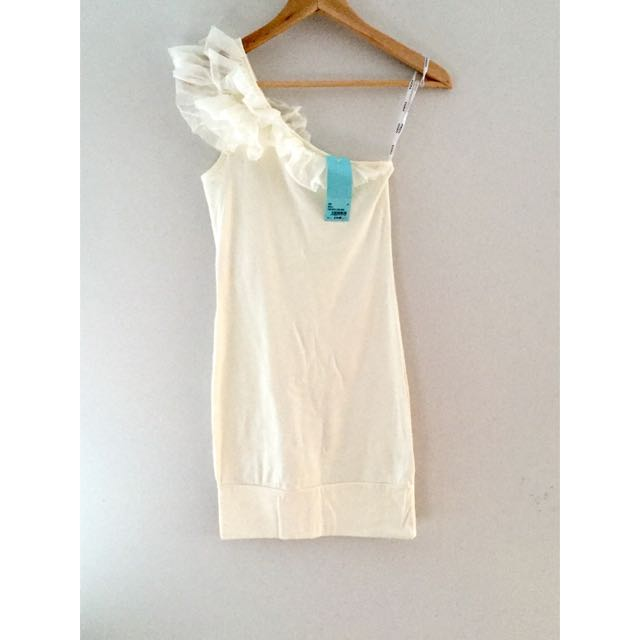 KOOKAI Off Shoulder Ivory Dress. Size 1/size 6