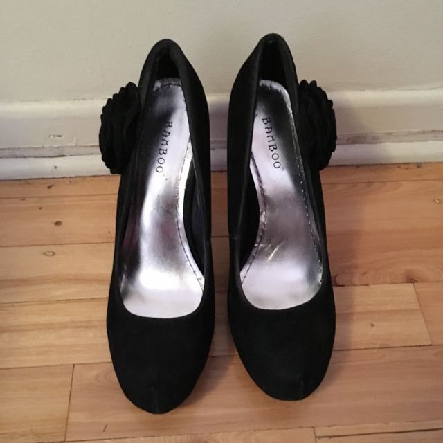 Velvet material heels w/ rose