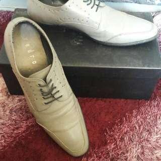 Sepatu PEDRO