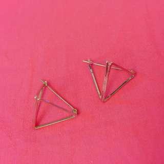 三角鏤空設計耳環