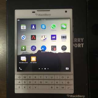 Blackberry Passport (includes box and accessories)