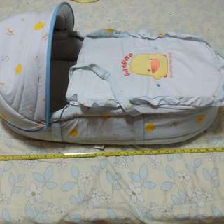 初生嬰兒冬天黃色小鴨提籃
