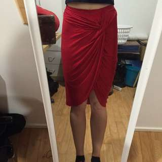 Mooloola Size 10 Red Skirt