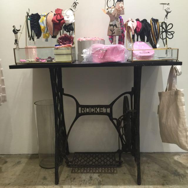 服飾店 縫紉機桌子 邊桌 飾品桌