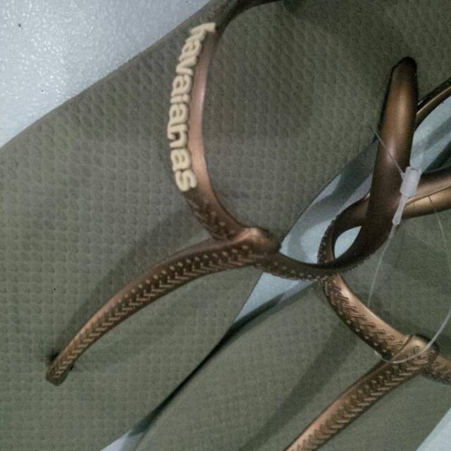 authentic havaianas (tong type)