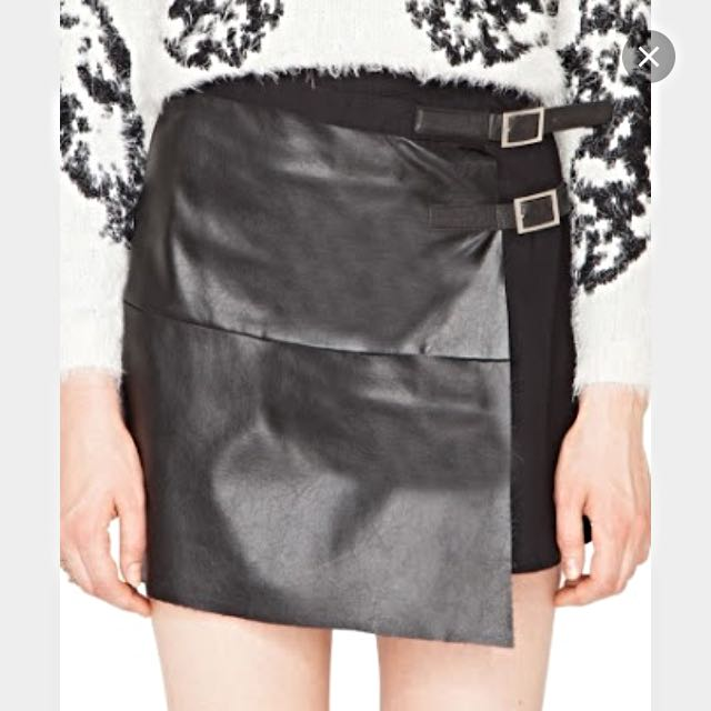 Size 8 Pleather Buckle up Skirt