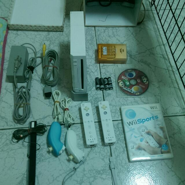 Wii 日文 白色 雙搖桿 功能正常 包含充電電池 附贈遊戲片