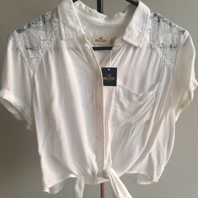 With Tags - Hollister - Small White Cropped Top