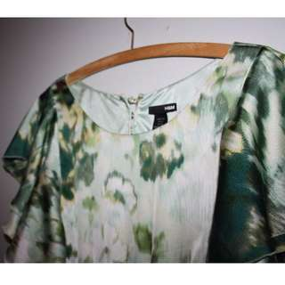 Pretty H&M green patterned dress. Size 10.