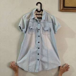 Kemeja Washed Out Jeans