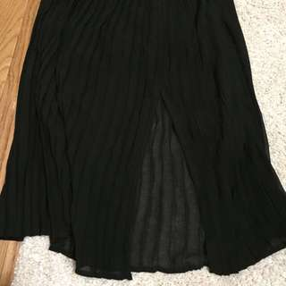 F21 Skirt With Split (size M)