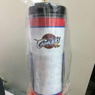 《大降價》2016NBA冠軍球隊 Cleveland Cavaliers 克里夫蘭騎士隊 NBA KIA聯名水壺