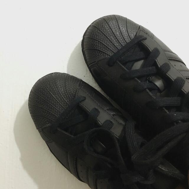 Adidas Superstar in Core Black