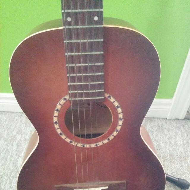 Art Lutherie 3/4 Guitar + Case