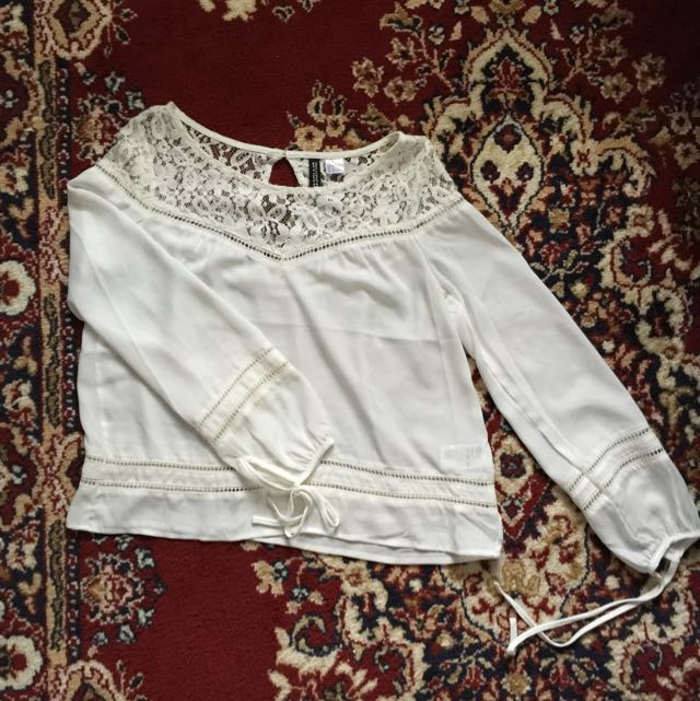 H&M White Flowy Lacy Top