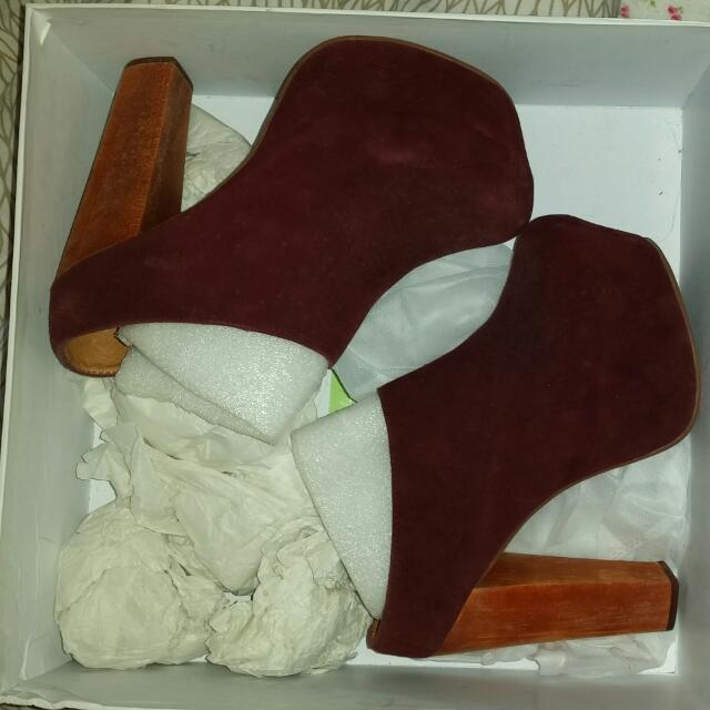 Jeffrey Campbell Size 6 Brand New Condition