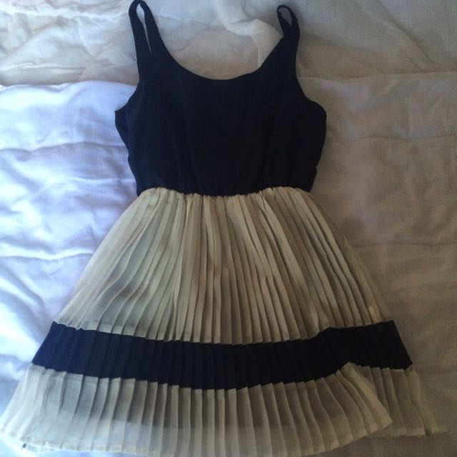 Size 6 Navy And White Paper Heart Dress