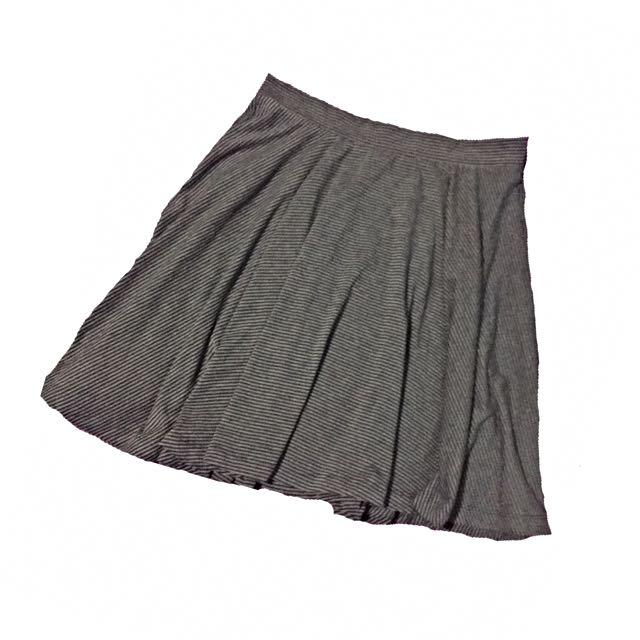Uniqlo Skater Skirt
