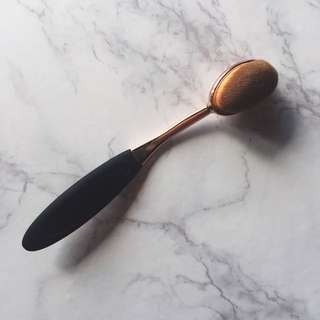 Dome/Oval Shaped Contour Brush
