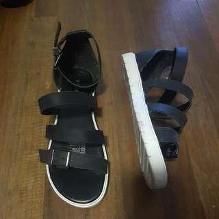 Sandals Black or White