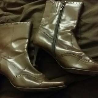 Boots $ 15
