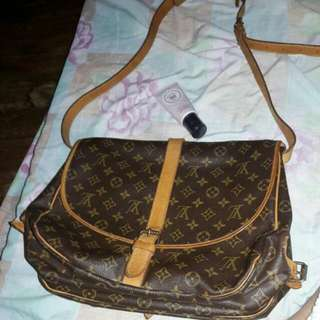 Saumur 35 Louis Vuitton Sling BAG