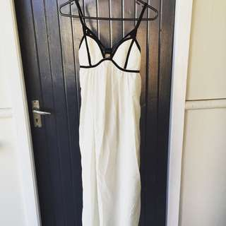 Lovely Maxi Dress In White Only Wore Once Size S