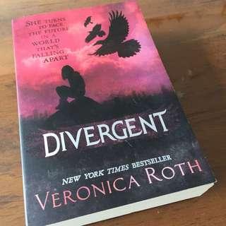 Divergent In Paperback