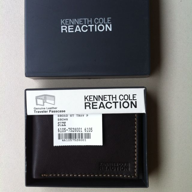 Authentic KENNETH COLE REACTION Leather Traveler Passcase Wallet Brown
