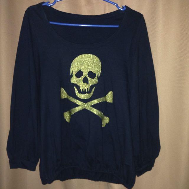 black long sleeves w/ skull design