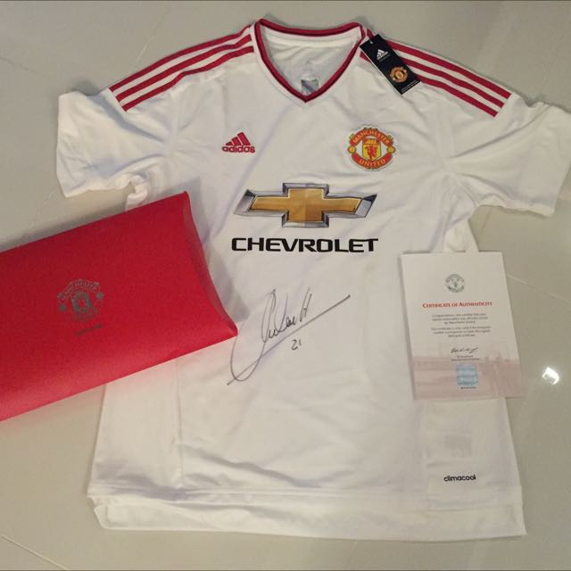 uk availability 6c62a 5f64e Manchester United Ander Herrera Signed Shirt, Sports on ...