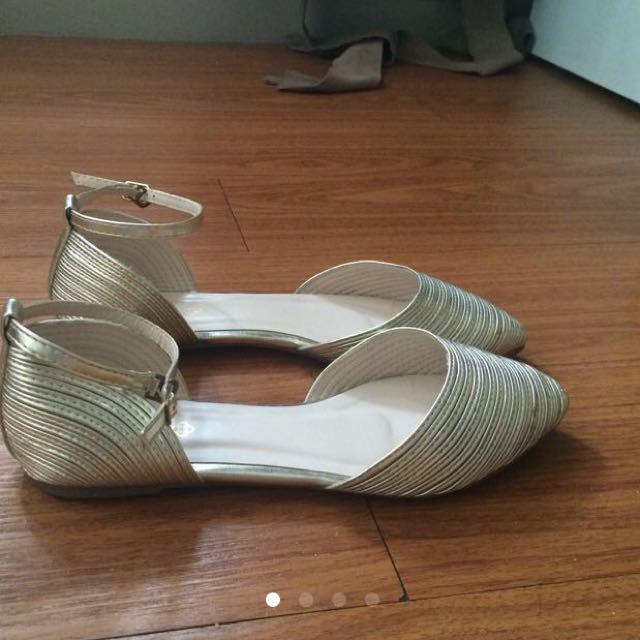 SALE Today! CLN Shoes Size 8
