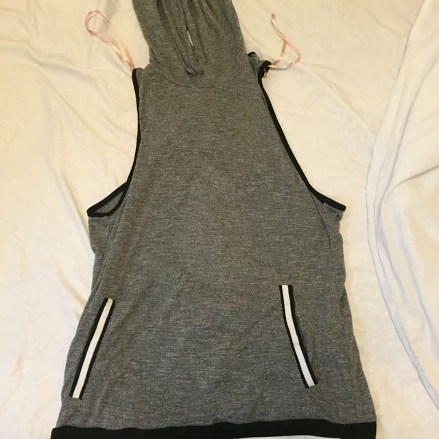 Sleeveless/Backless Sports Top