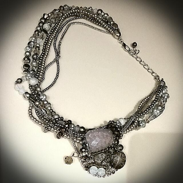 VINTAGE look Jewel Necklace.