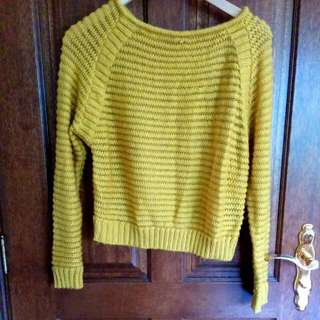 Size L Cropped Sweater