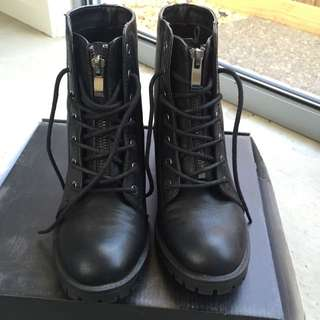 Black Boot Size 36