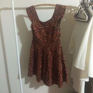 Cute Leopard Print Dress With Pockets!