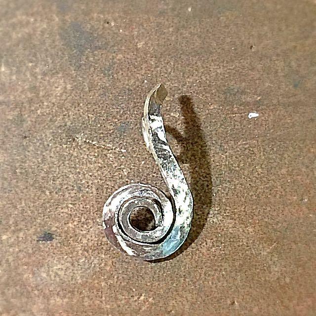 《手做設計》純銀豆芽線條墜子