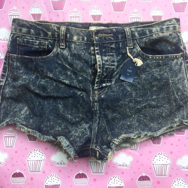 FOREVER 21 - HOT PANTS