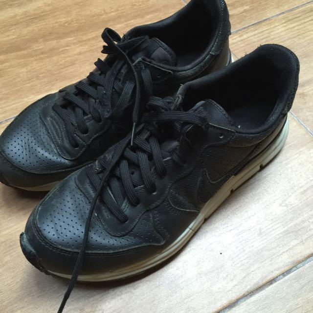 Nike 黑色球鞋