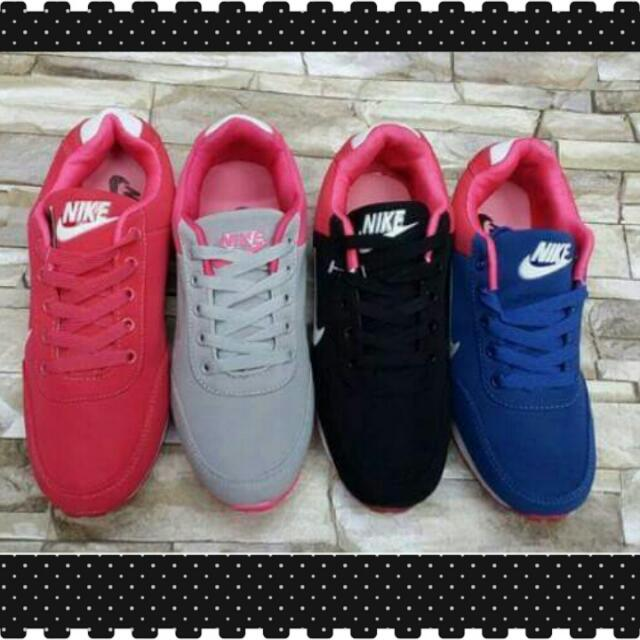 NIKE COLORED SHOES