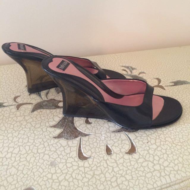 Size 6 Women's Shoes XOXO