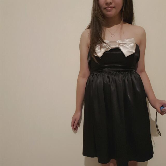 Size 8 Strapless A-Line Bow Formal Dress