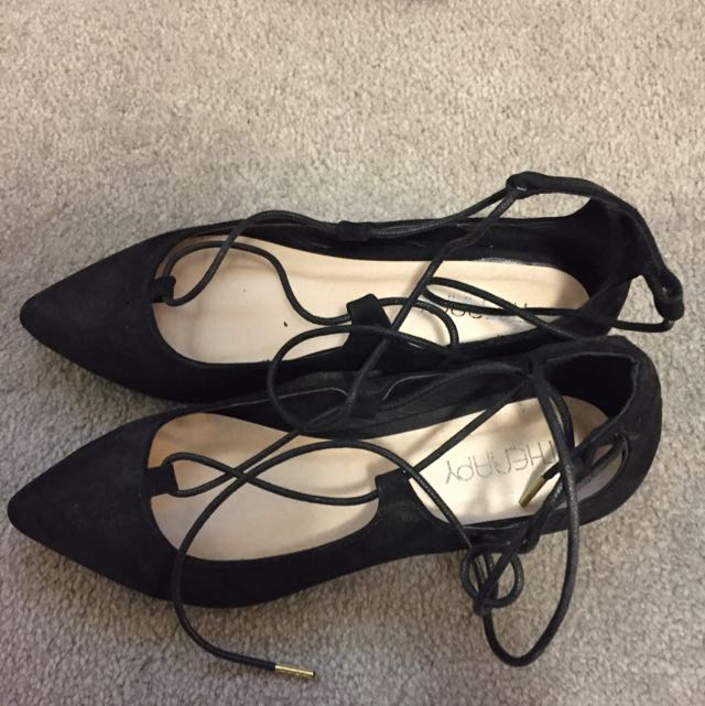 Therapy Ezard Tie Up Flats Size 6