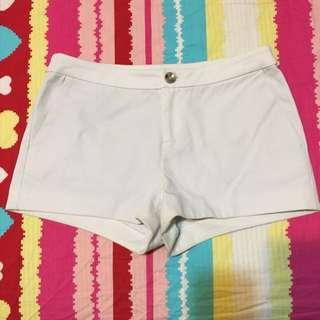 MOMA 白色短褲