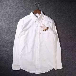 男生選對襯衫和選老婆一樣重要。 不要穿短袖襯衫,長袖襯衫卷起來一點,簡直帥翻。(米)