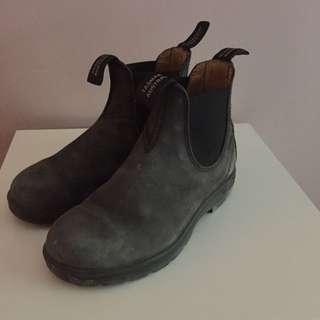 Shoes - Blundstones Boots