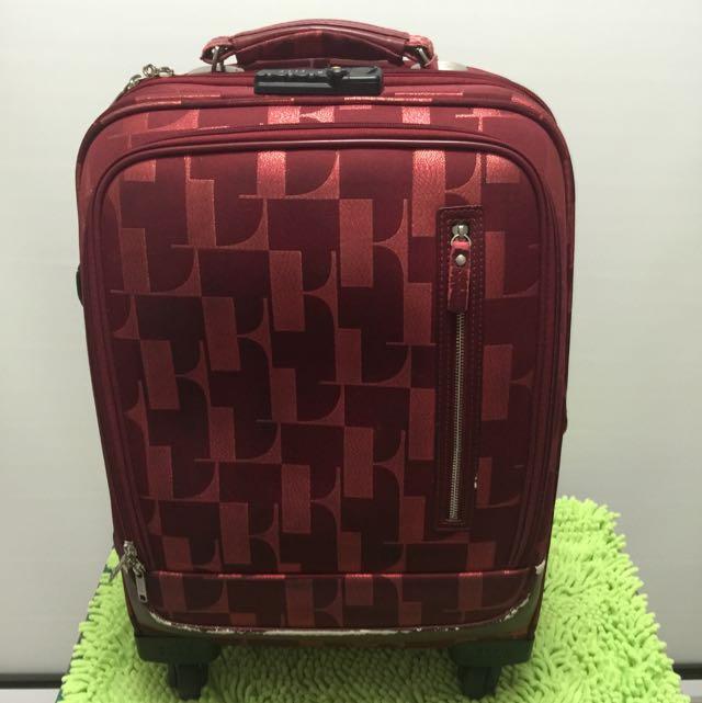 24 行李箱