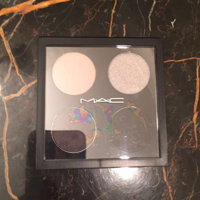 Brand New MAC Smokey Eyeshadow Palette