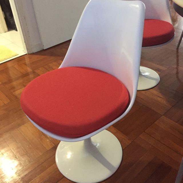 Eero Saarinen Tulip Style Dining Table + 1 Chair